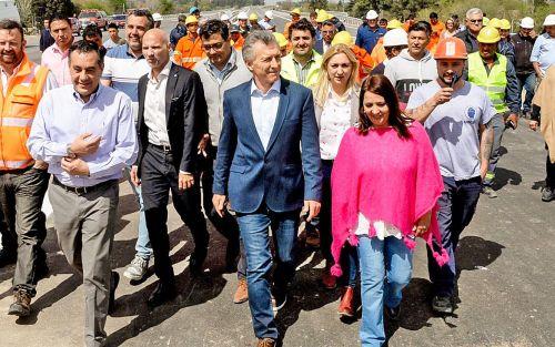 Macri llega en tren para arrancar la primera marcha por 30 ciudades
