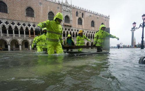 Venecia sufre segunda marea récord, Italia declara emergencia