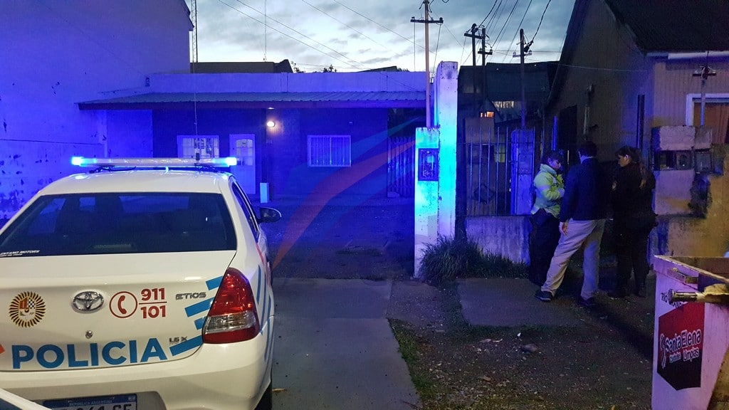 Tres hombres entraron a una casa para agredir a un joven que estaba durmiendo