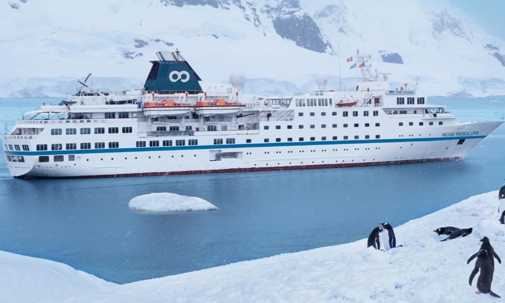Un crucero de lujo que iba a la Antártida y debía recalar en Ushuaia quedó parado en el puerto de Buenos Aires por una deuda millonaria
