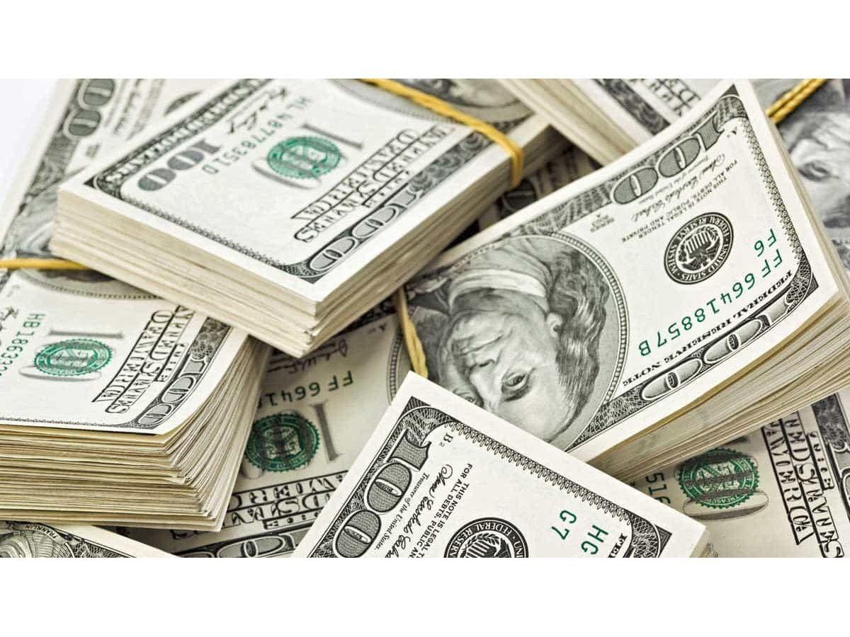 El dólar oficial sigue planchado, pero el paralelo amplía la brecha