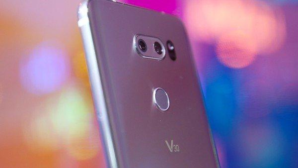 Revelan el fallo de Android que permite que nos espíen a través de la cámara del teléfono