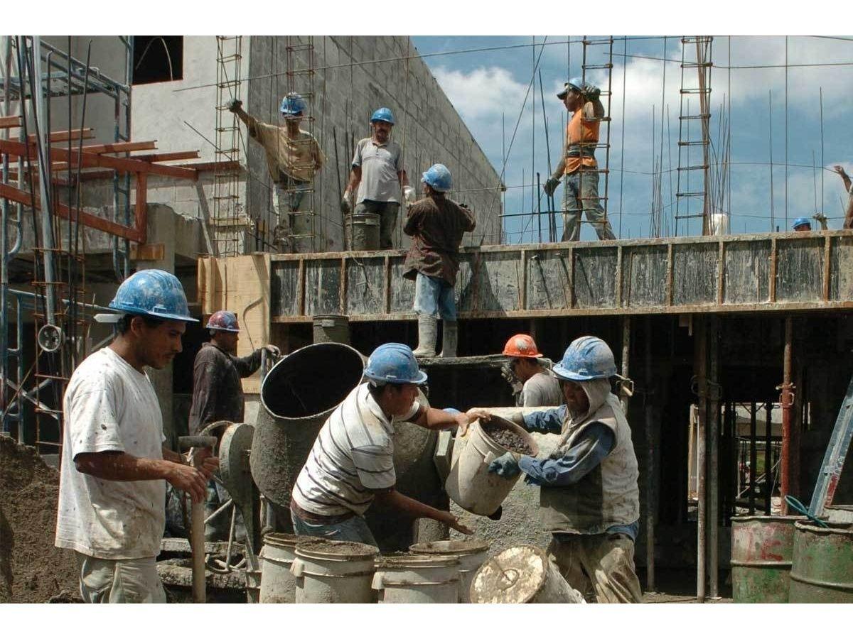 La caída del empleo en la construcción no encuentra piso
