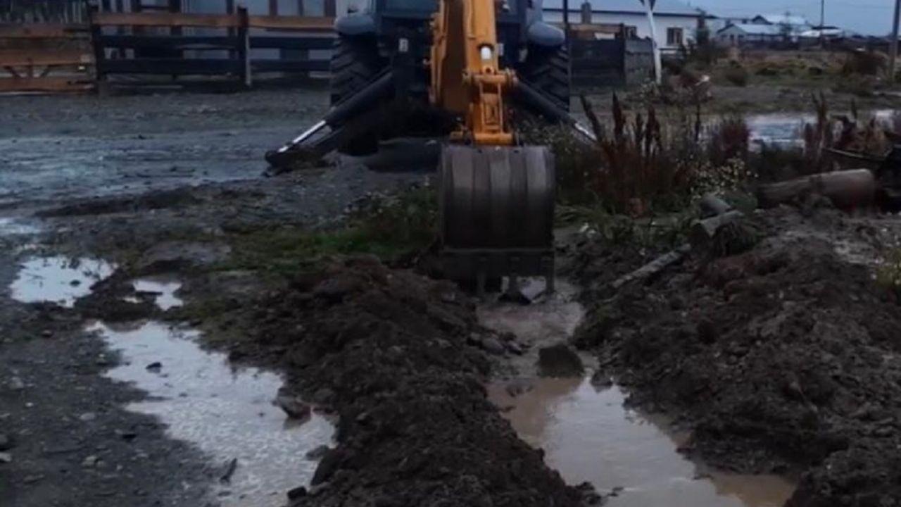 """vecinos-de-barrio-islas-del-sur-exigen-una-solucion-a-las-inundaciones:-""""hay-ninos-con-problemas-de-salud"""""""