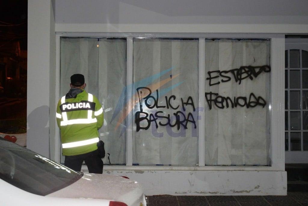 tres-activistas-feministas-fueron-demoradas-por-dano-a-la-propiedad-privada-con-pintadas