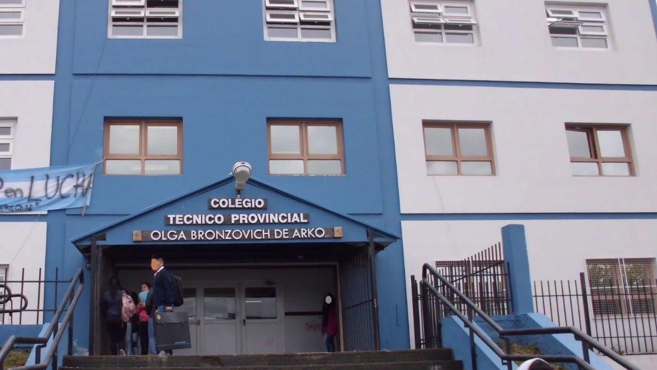 """alumnos-del-olga-bronzovich-de-ushuaia-tendran-clases-""""si-el-clima-lo-permite"""""""