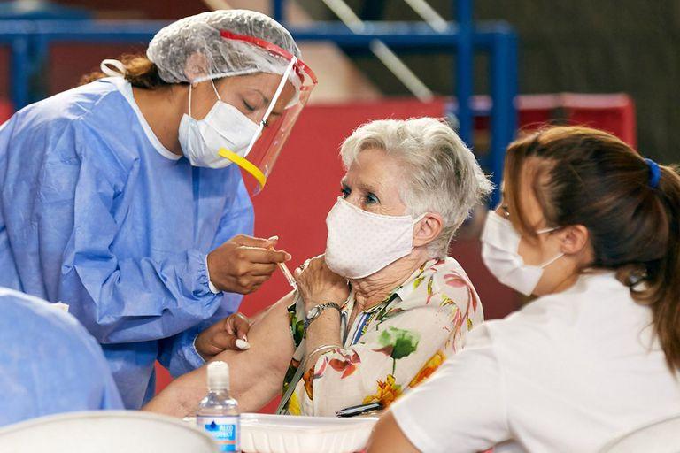 vacunacion-covid-19-en-el-mundo:-cuantas-dosis-se-aplicaron-al-11-de-mayo
