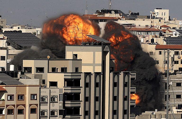 """con-los-ataques-contra-cohetes-y-tuneles,-israel-vuelve-a-su-tactica-de-""""cortar-el-pasto""""-en-gaza"""