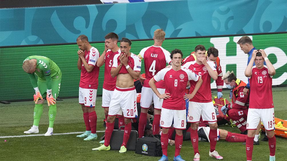 un-jugador-danes-se-desplomo-en-un-partido-de-la-eurocopa-y-recibio-reanimacion-cardiaca