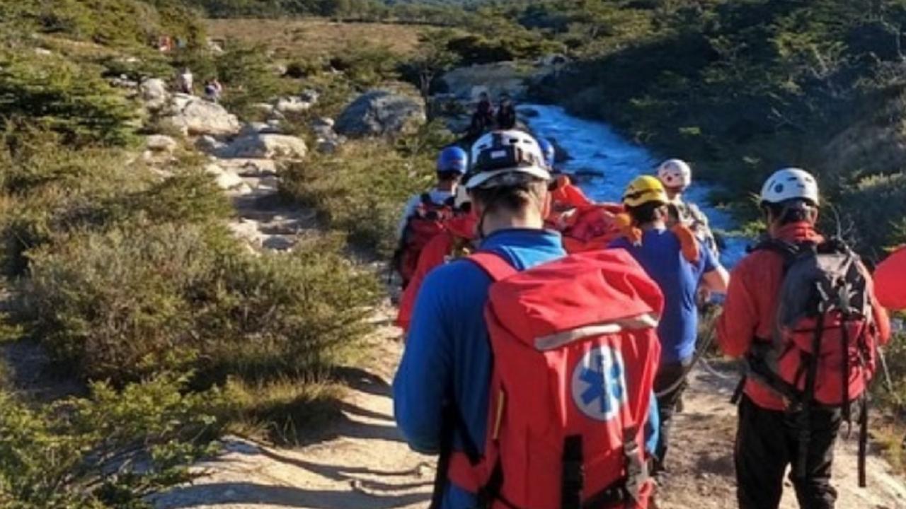 evacuaron-en-ushuaia-a-turista-lesionado-en-senda-estancia-tunel