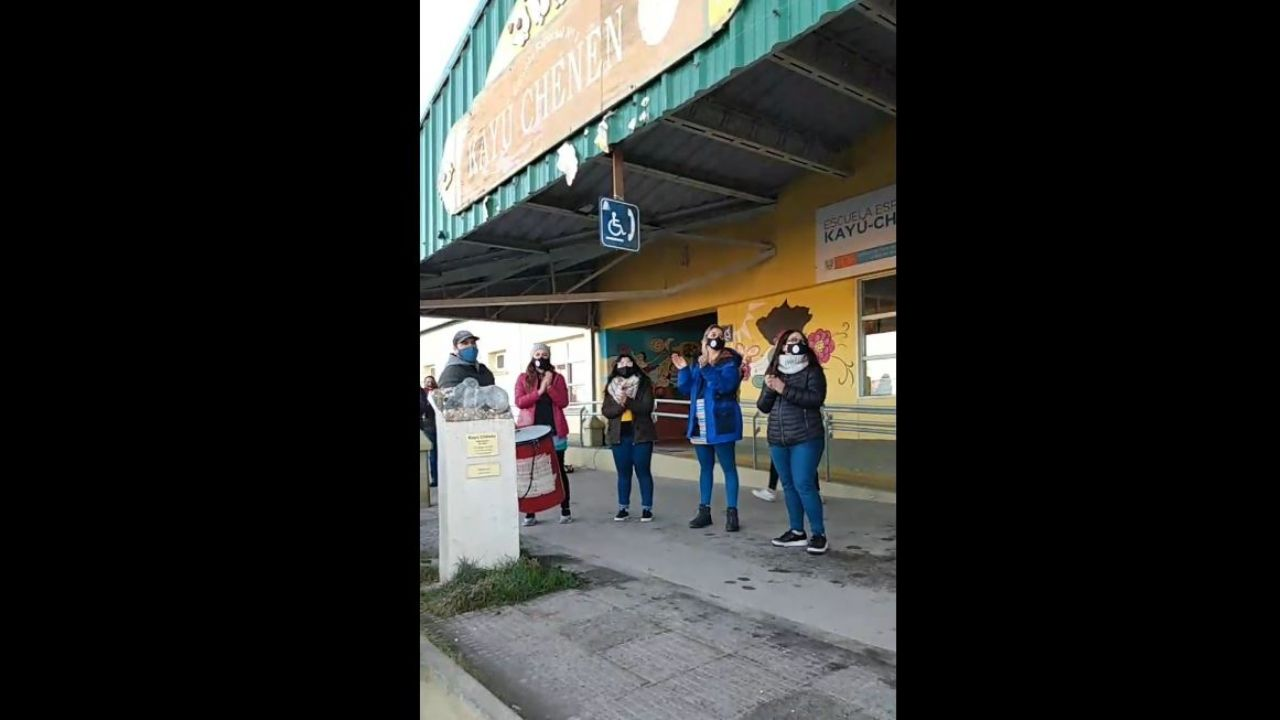 """manifestacion-y-""""cacerolazo""""-en-escuela-de-ushuaia"""