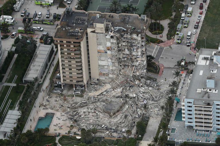 en-fotos:-impactantes-imagenes-del-edificio-que-se-derrumbo-en-miami