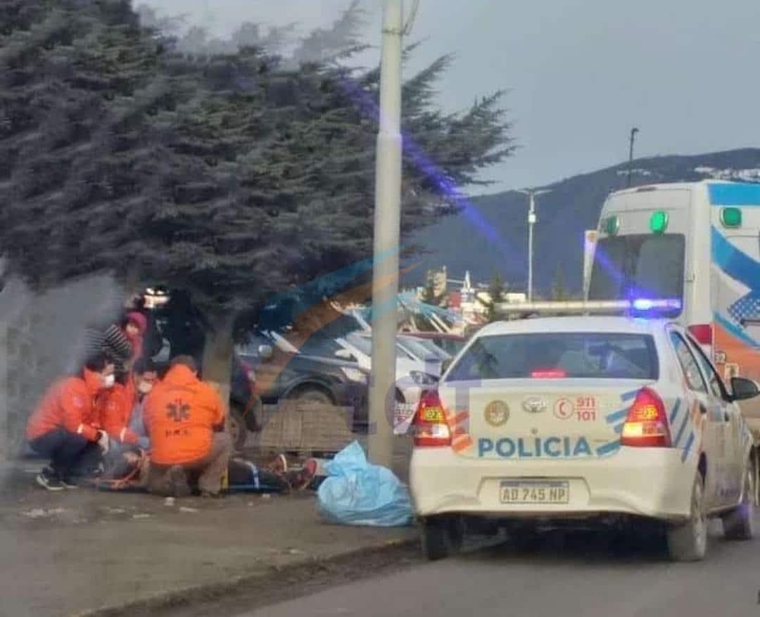 ushuaia:-choque-entre-una-combi-de-transporte-de-pasajeros-y-vehiculo-dejo-lesionados
