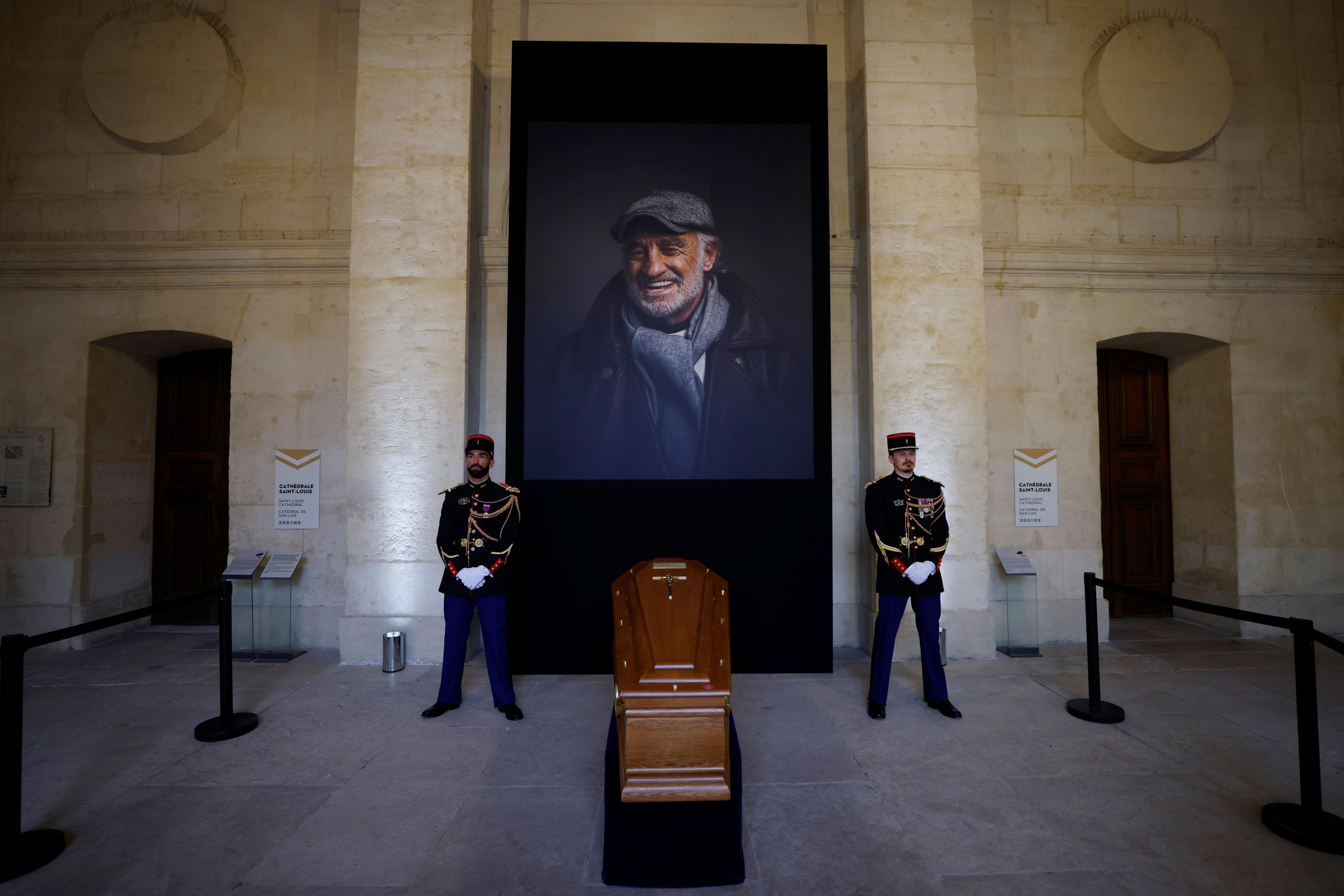 """francia-despidio-con-honores-a-jean-paul-belmondo:-""""nunca-dejo-de-dar-felicidad"""""""
