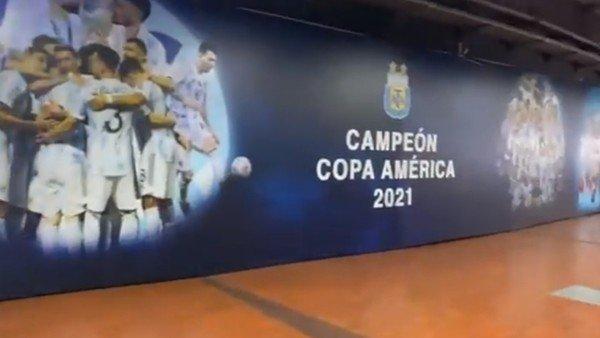 seleccion-argentina:-asi-lucen-los-pasillos-del-monumental-a-la-espera-de-los-campeones-de-america