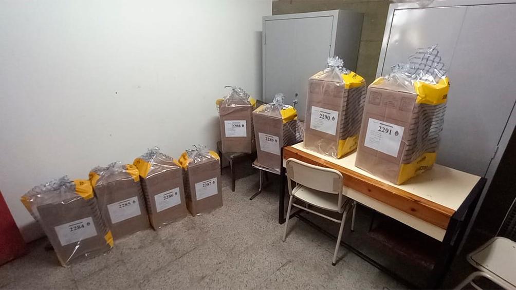 continua-el-operativo-para-repartir-mas-de-100.000-urnas-en-todo-el-pais