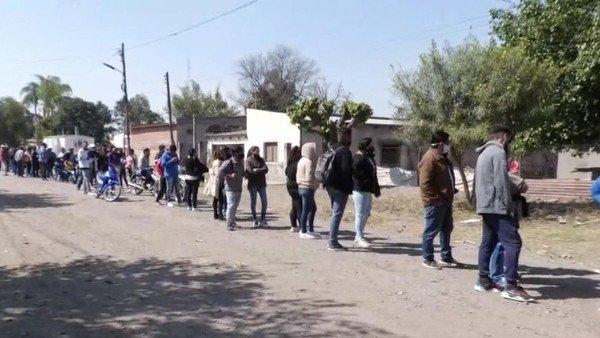 escandalo-en-tucuman:-en-plena-veda-electoral,-el-gobierno-provincial-entrego-subsidios-de-$-5.000