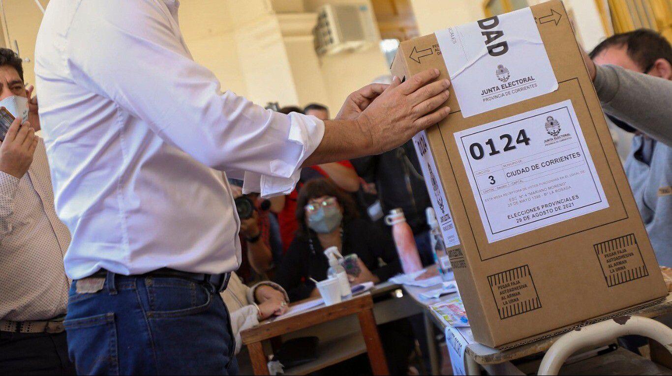 elecciones-paso-2021:-boletas,-tijeras-y-saliva,-por-que-se-demora-la-llegada-de-la-tecnologia-al-proceso-electoral