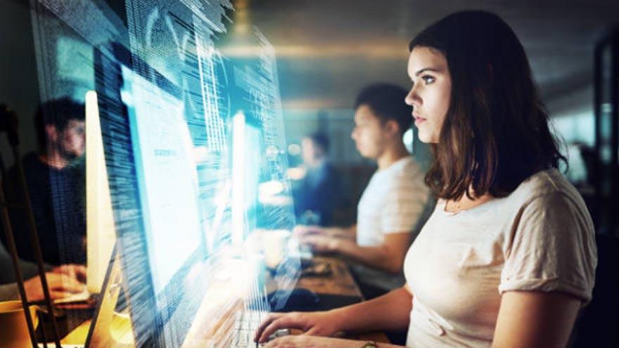 """dia-del-programador:-como-reconvertirte-a-esta-""""carrera-del-futuro""""-con-alta-demanda-y-salida-laboral"""