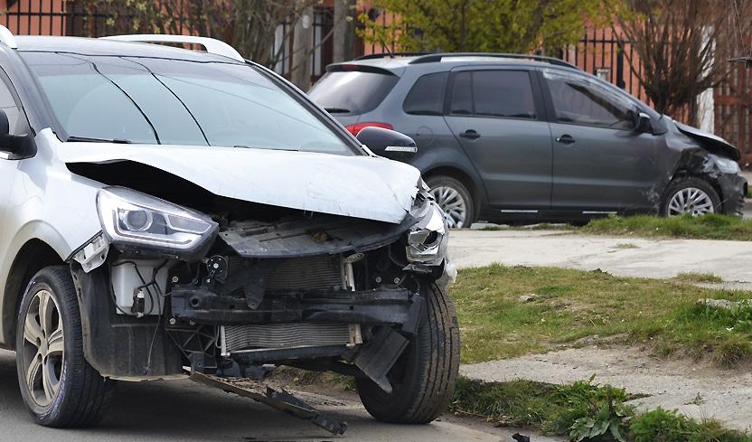 colisionaron-2-vehiculos-en-una-transitada-esquina
