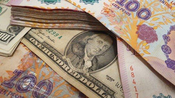 dolar-ahorro:-afip-comienza-la-devolucion-del-35%-a-monotributistas