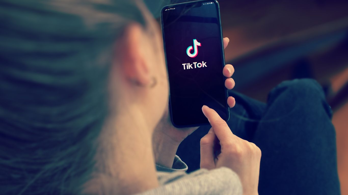 tiktok:-menos-del-1%-de-los-videos-publicados-violan-las-normas-de-la-plataforma